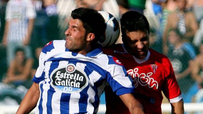 Entrenamiento del Deportivo de La Coruña en Abegondo tras jugar en Lugo.Romay (centro), Vela (derecha) y Lemos celebran el primer gol del partido.