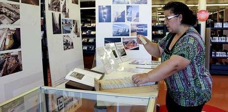 La biblioteca pública Ánxel Casal muestra una exposición sobre su curiosa historia.