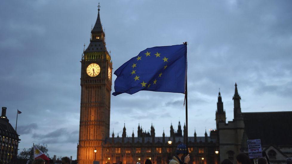 Los 27 conmemoran el Tratado de Roma.Jean-Claude Juncker y Theresa May durante una reunión celebrada en Malta el pasado mes