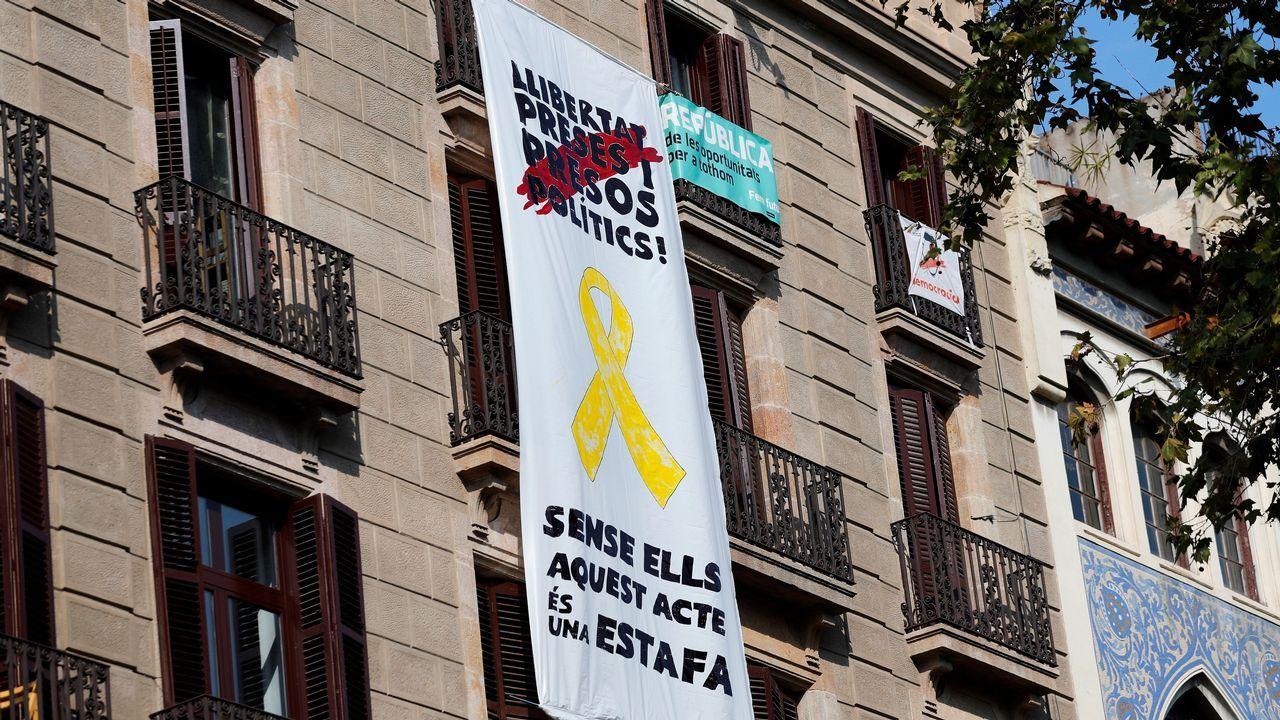 Tercera pancarta en Barcelona con mensaje sobre los políticos presos