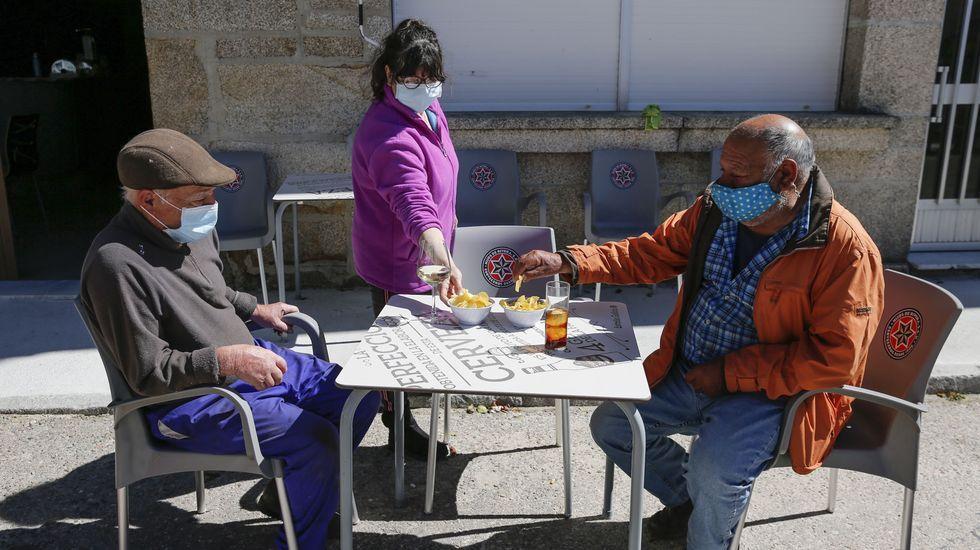 <span lang= gl >Así se festexan as Letras Galegas en Ourense</span>.La hostelería reabrió sus puertas en Cualedro después de casi un mes cerrada