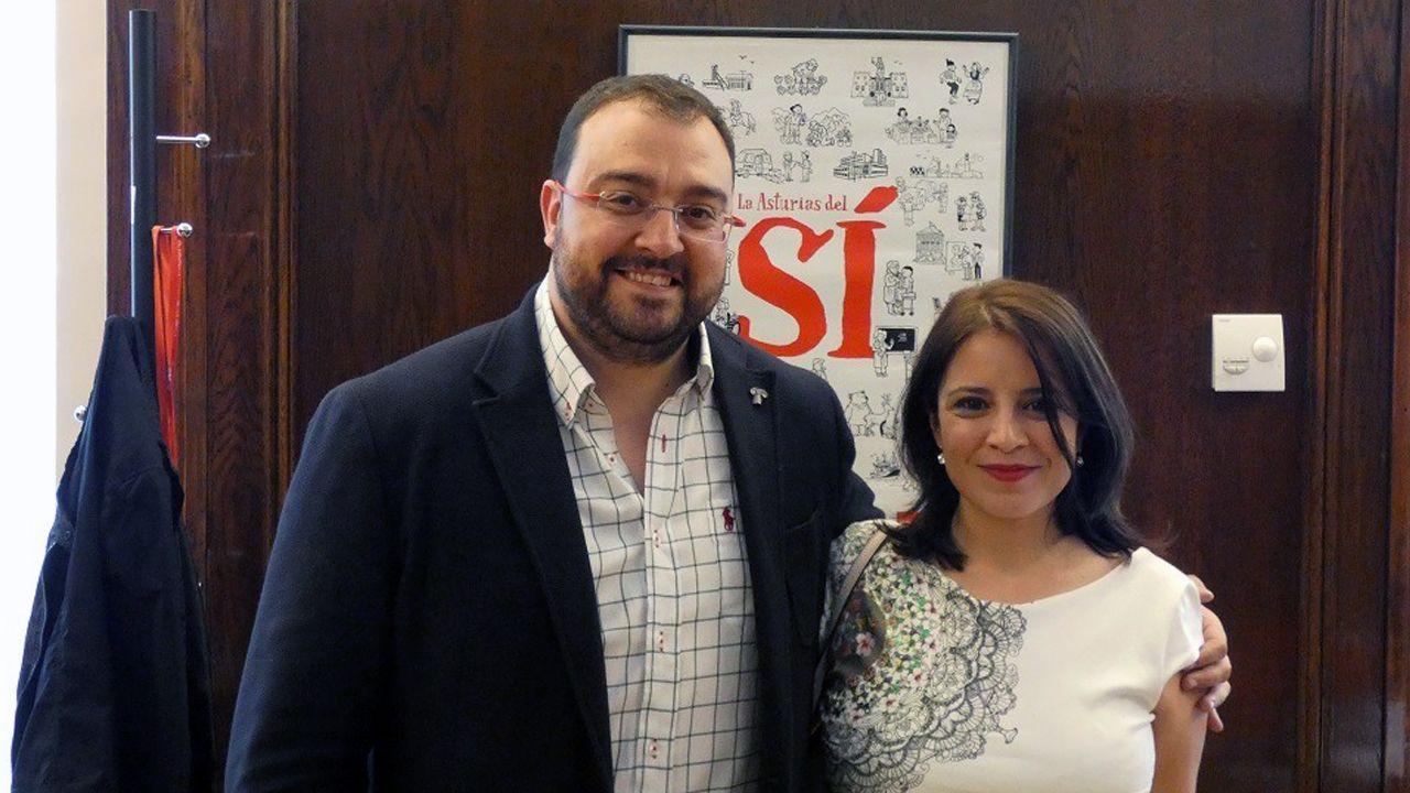 Adrián Barbón y Adriana Lastra tras el triunfo de la moción de censura