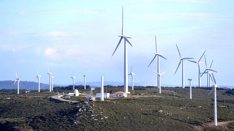 La corriente del Golfo amenaza al clima de la Tierra.Gas Natural Fenosa fue la primera compañía que empezó a repotenciar sus aerogeneradores. En el paraje de cabo Vilán, el primer parque eólico de Galicia, los 22 molinos han sido sustituidos por dos. En la imagen, las obras de inicio de la transformación