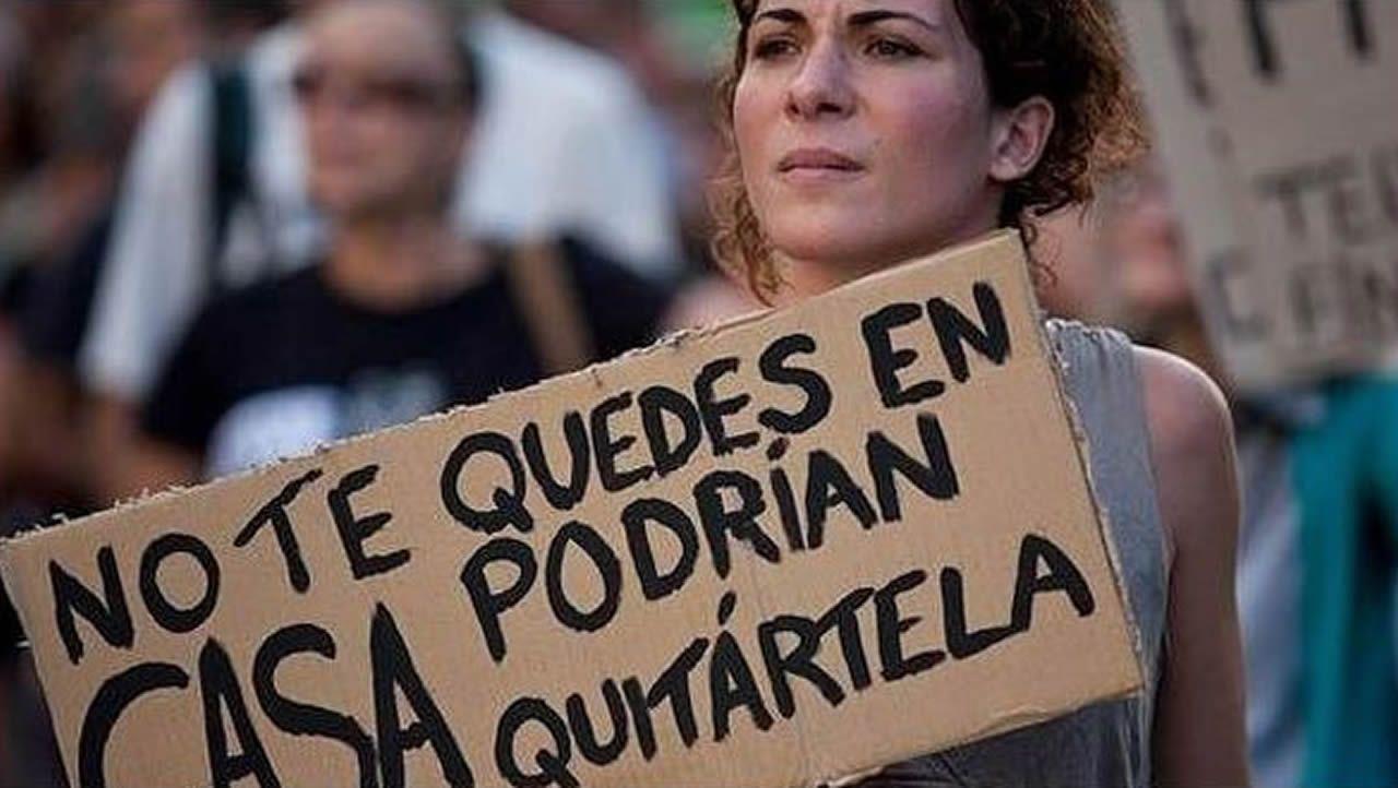 Acto de Pablo Iglesias en Gijón.Imagen de la casa en la que creció la hija de la mujer que fue hallada muerta en A Coruña