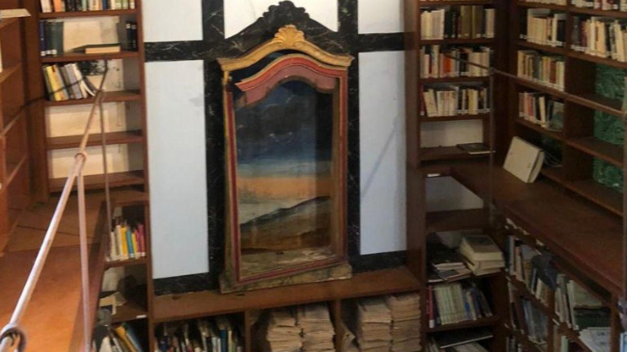 Un aspecto de la biblioteca de la Fundación Belarmino Fernández Iglesias, instalada en una capilla del pazo de Ribas, en Rosende