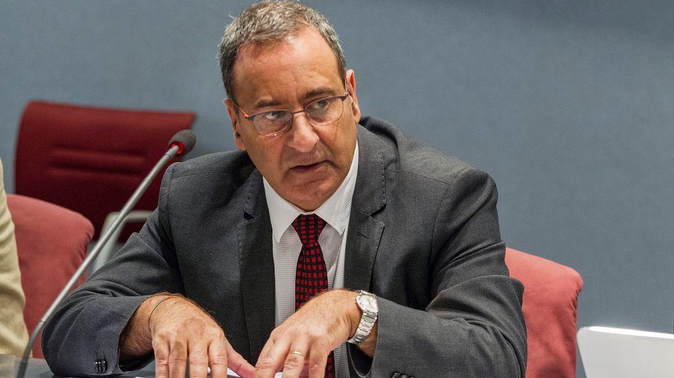 Avilés calla por las víctimas.El consejero de Infraestructuras, Ordenación del Territorio y Medio Ambiente, Fernando Lastra
