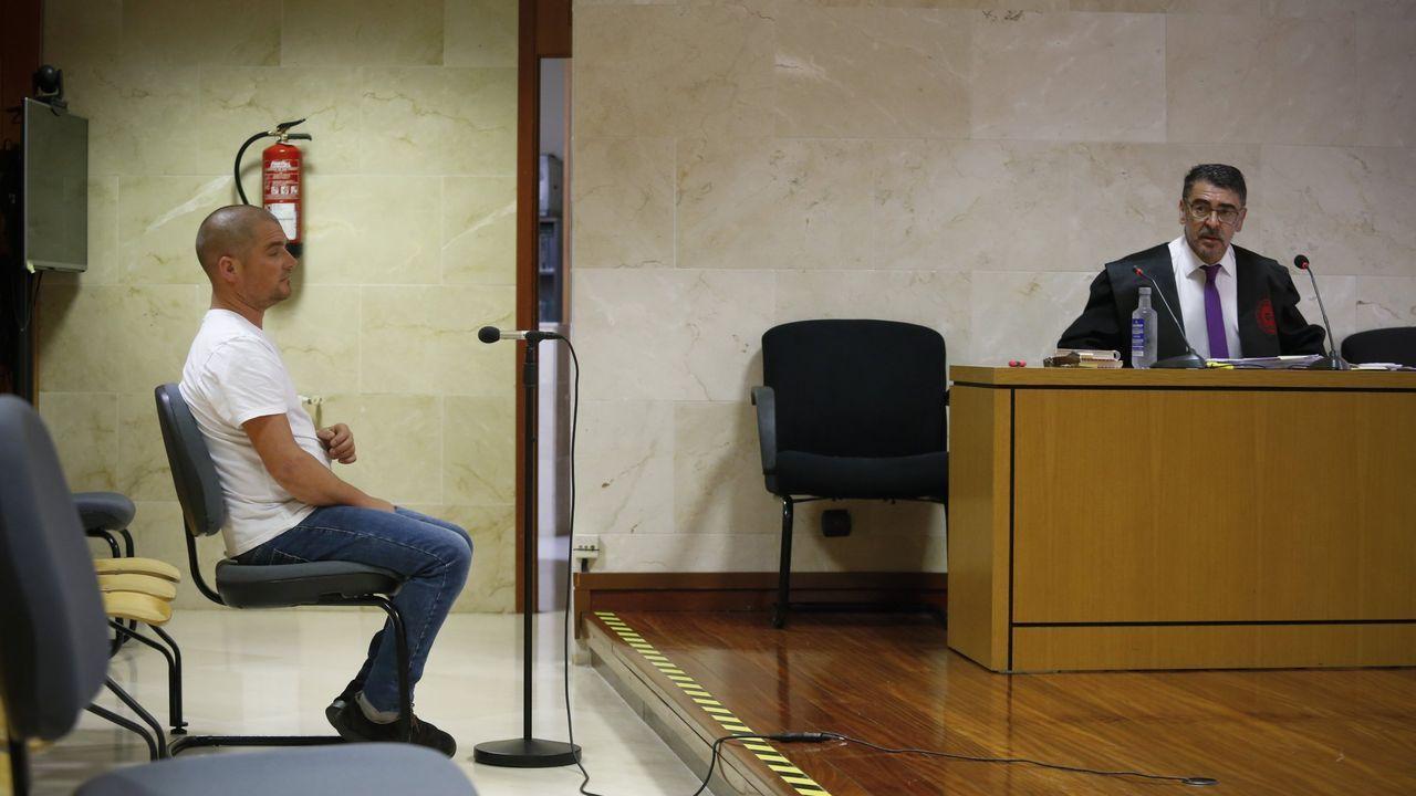 Fuga para evitar la cárcel.Oposiciones para profesores de infantil, el pasado mes de junio en Ourense
