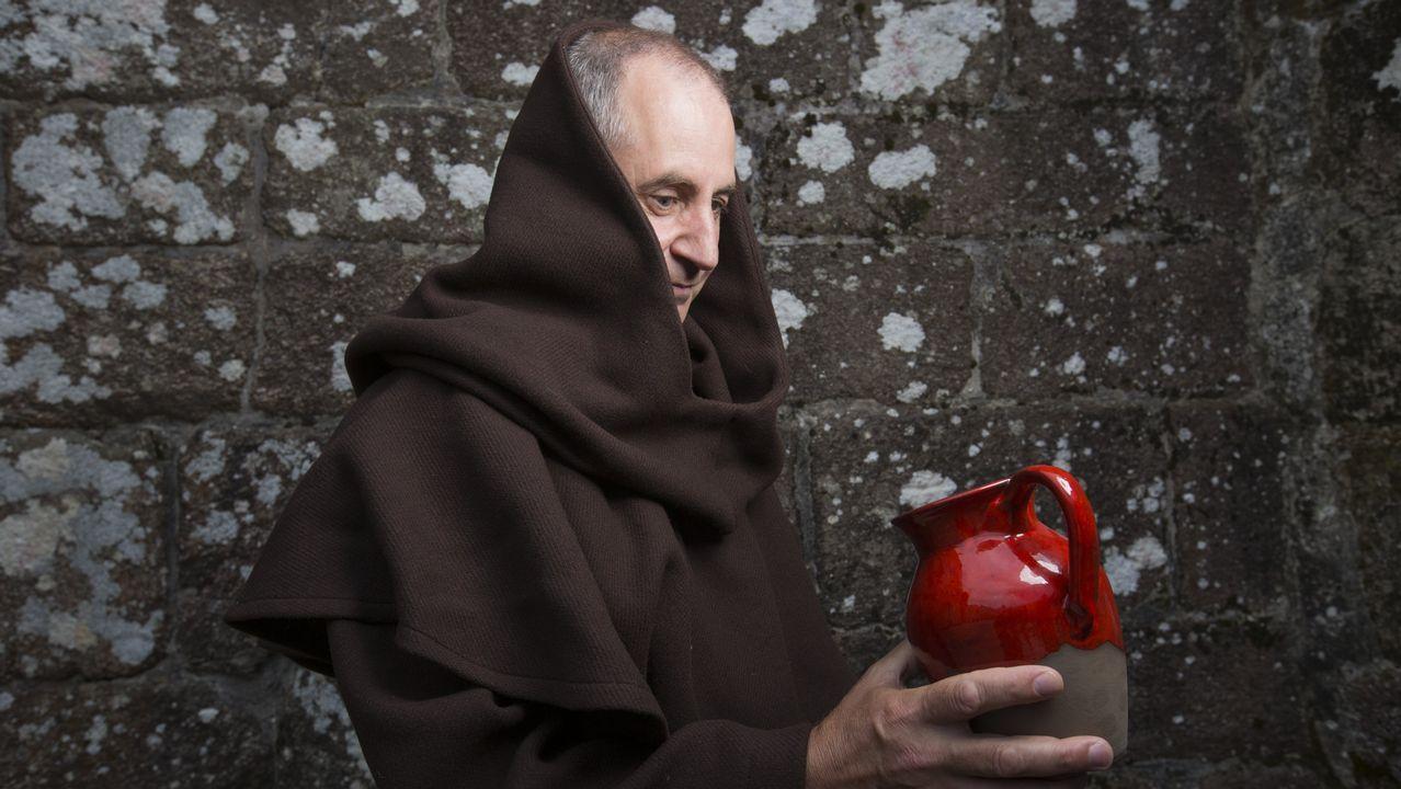 Lucho Penabade, como monxe en Moraime