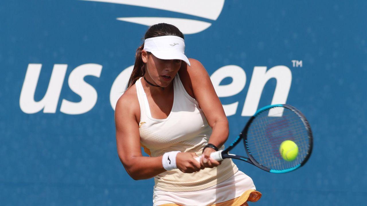 Amparo Angoso (@amparoangoso) con un falda de tenista