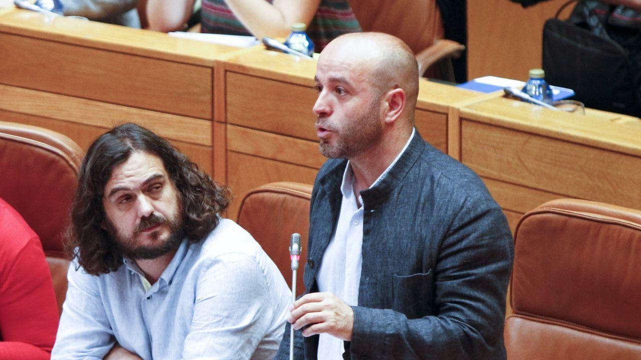 Los diputados gallegos que entran en el Congreso.Bescansa y Errejón cuando ambos todavía formaban parte de Podemos