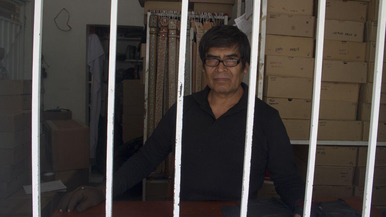 El comerciante Juan López está convencido de que Obrador subirá los impuestos