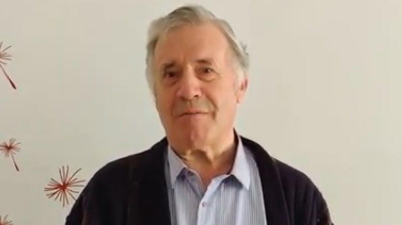 Miguel Vázquez, nunha captura do vídeo de presentación da canle que abriu hai poucos días en YouTube para emitir as súas misas