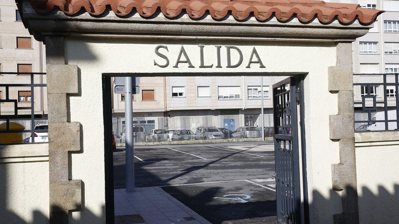 Recogida de firmas de alumnos del IES Castro Alobre de Vilagarcía contra la semipresencialidad en el bachillerato