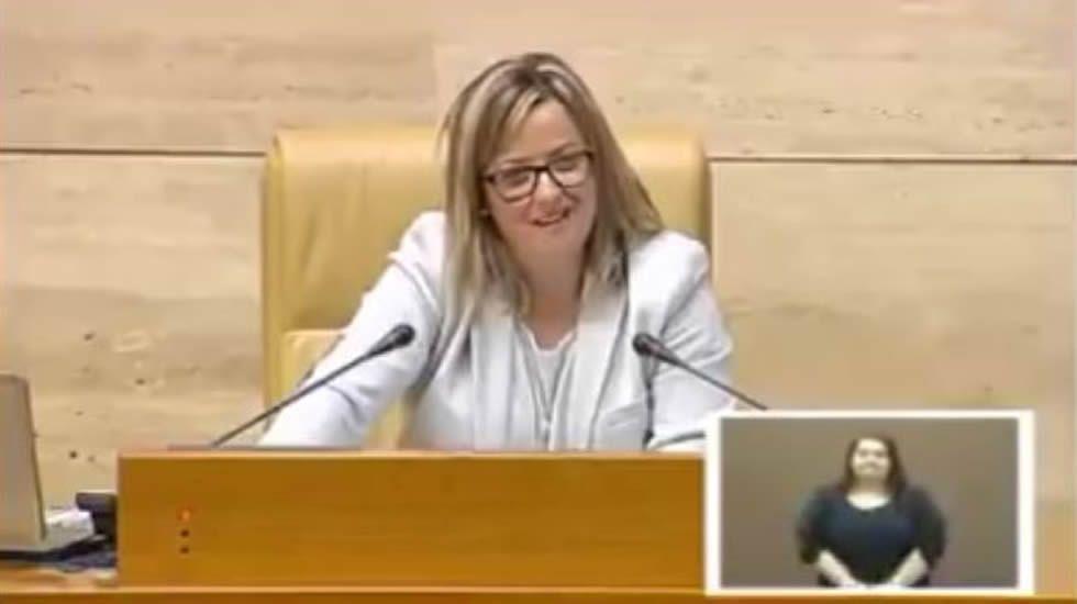 La insistencia en el error de la presidenta del Parlamento de Extremadura.El presidente extremeño, Guillermo Fernández Vara, junto al ministro de Fomento, Íñigo Méndez de Vigo