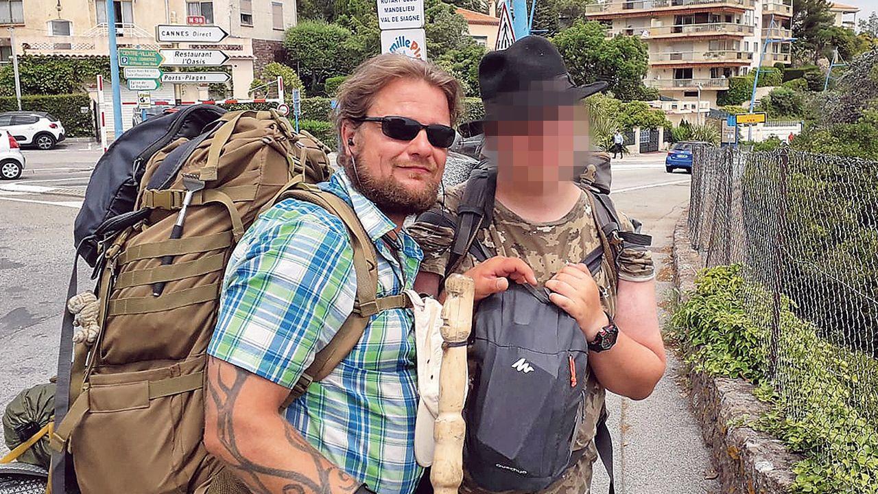 Björn, junto al joven con el que hacía el Camino Portugués, en una imagen cedida por la familia