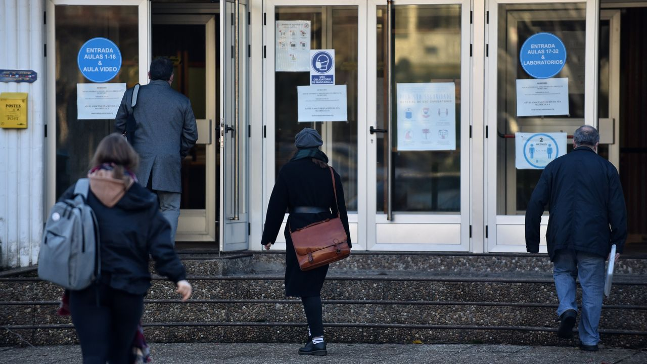 Escola Oficial de Idiomas. Las clases de todas las lenguas se retomaron de forma presencial ayer en el centro, cerrado desde el pasado 27 de enero