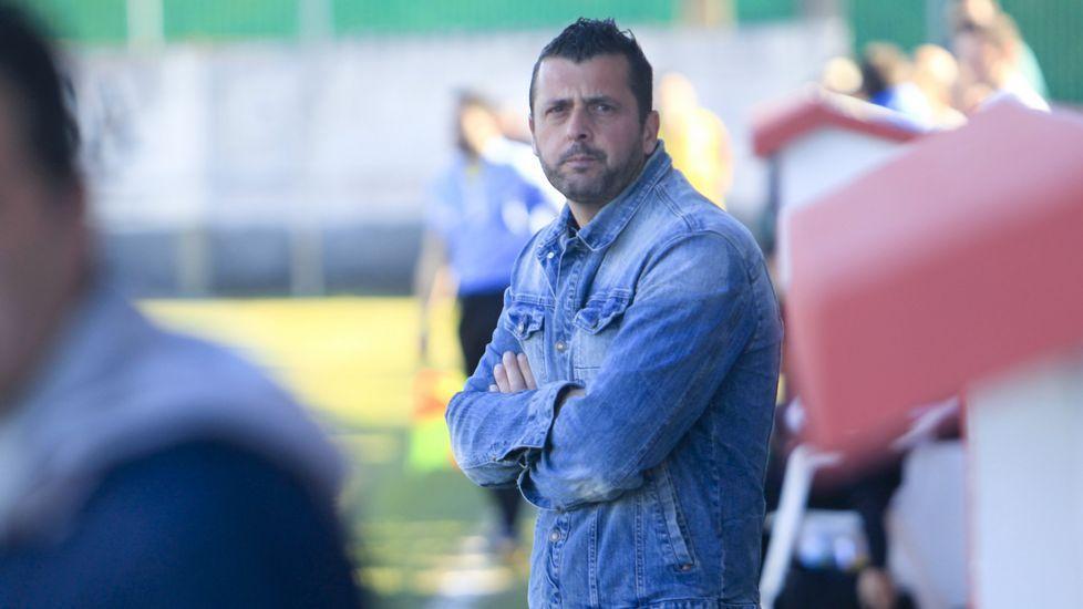 El Deportivo empieza a trabajar de cara a San Mamés.El entrenador del O Val, durante el partido