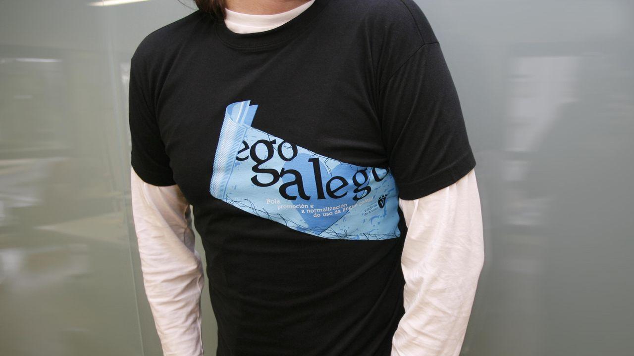 La gala de los Premios Goya, en fotos.Camiseta cunha mensaxe a prol do galego