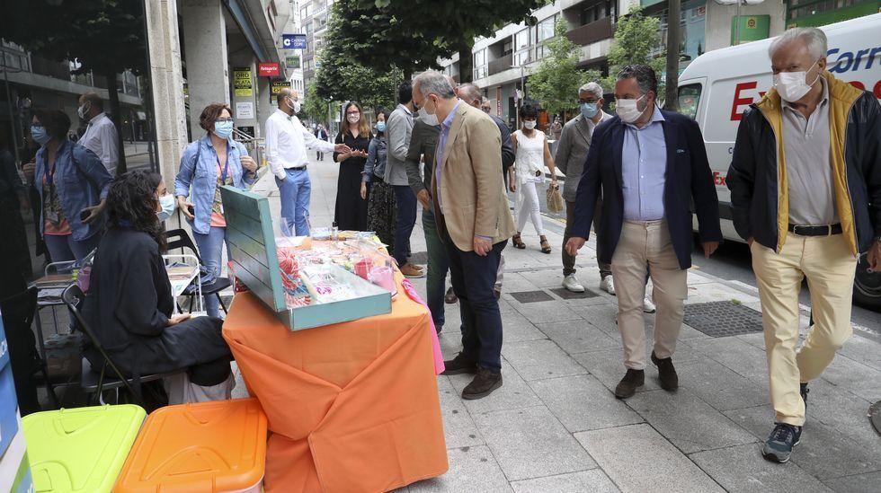 Así arrancó la Festa do Comercio Prima20.Anna González, Juana Suárez-Llanos y Jimena Martinón, de Cluny, ganan el Torneo de Debate Escolar Online