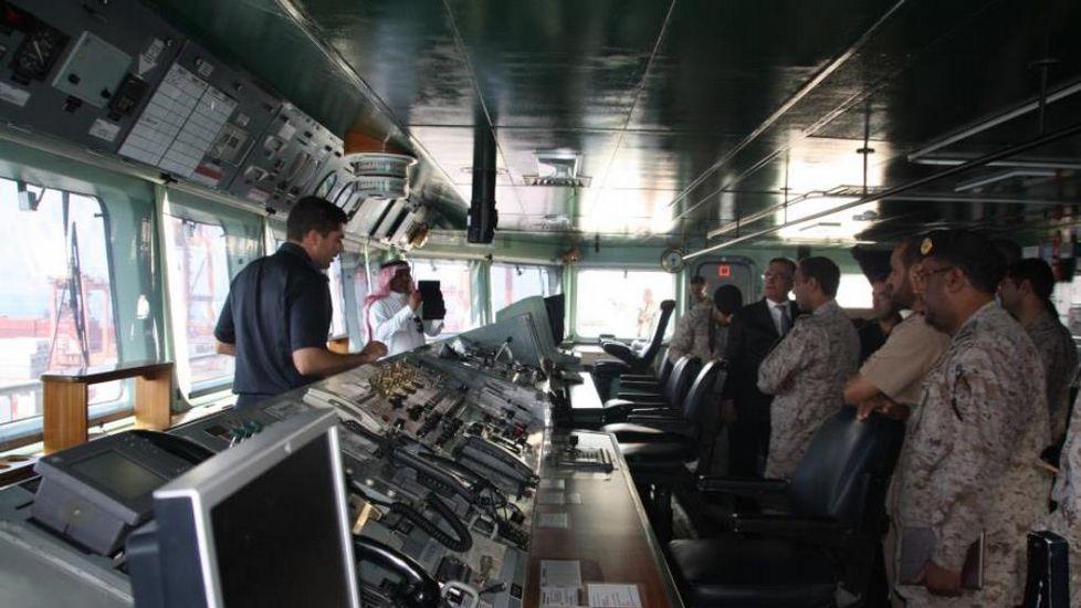 Visita de marinos de Arabia Saudí al interior del «Galicia»