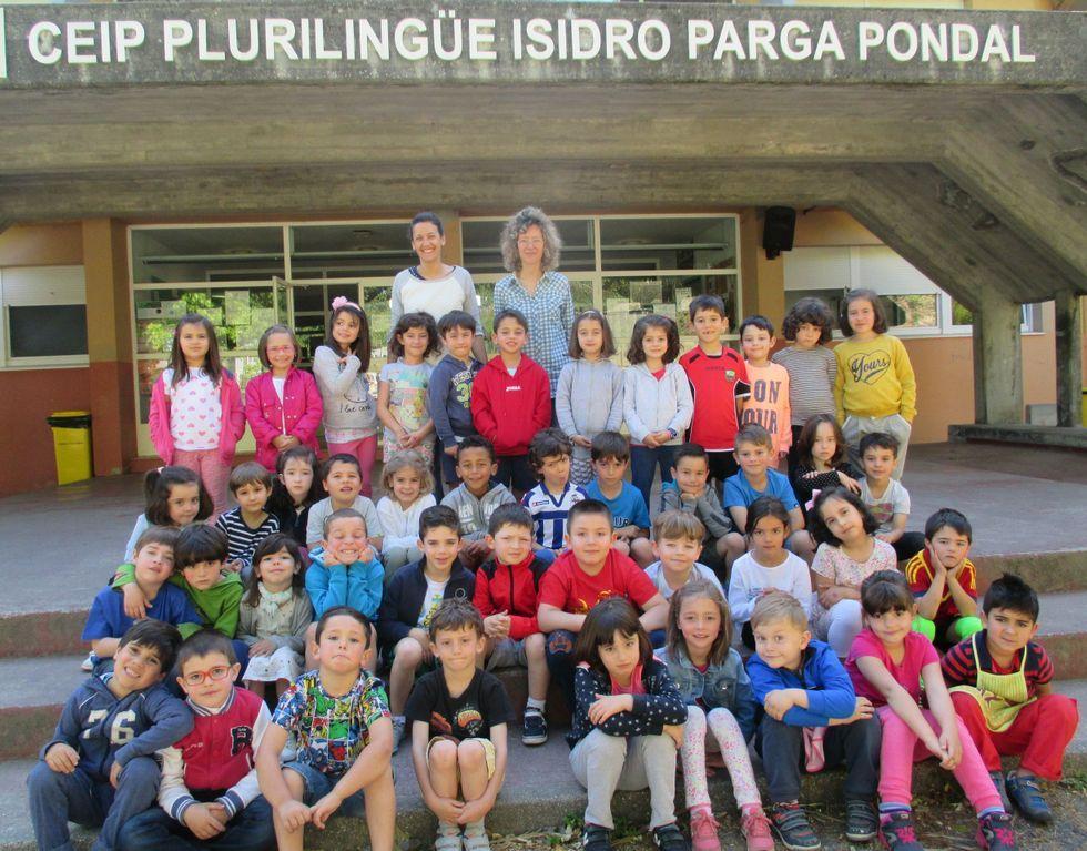 Dos profesoras del centro han ayudado a los niños en el proyecto.