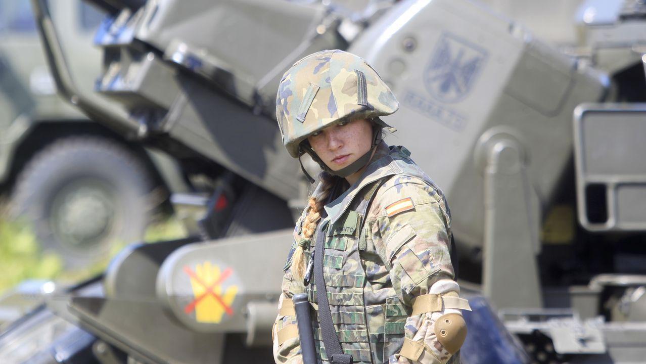 Las imágenes del ejercicio «Eagle Eye» en Ferrol.La planeadora semirrígida confiscada a la organización de Miñanco se almacena en el astillero de O Facho.