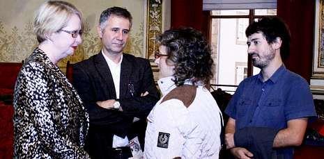 Bourke (izquierda) pronunció una conferencia del ciclo dedicado a la Guerra Mundial.