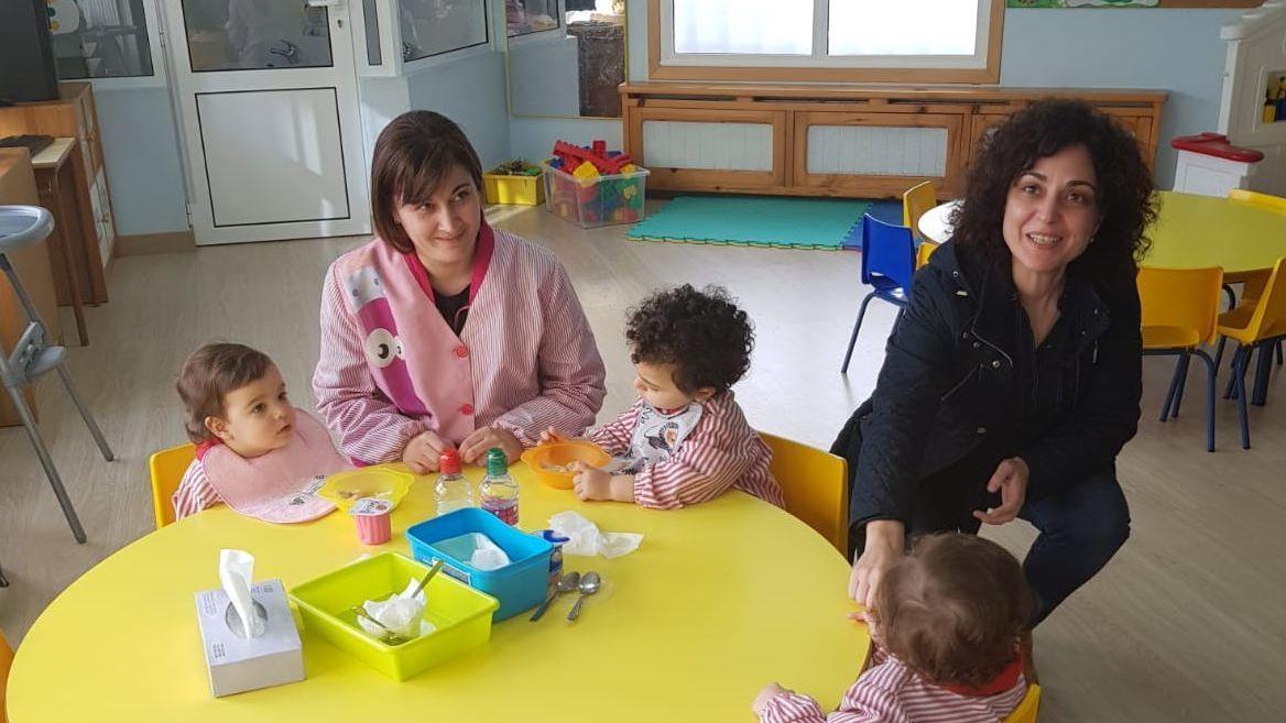 Limpieza calles Concello Celanova para desinfectación Covid-19.La directora xeral de Familia Amparo González visitó la escuela infantil María Ana en Celanova