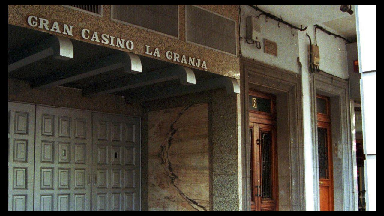 Presentación de Milagrosistas do Ano .Fachada de Punto 3 con el rótulo de Gran Casino La Granja, su nombre original