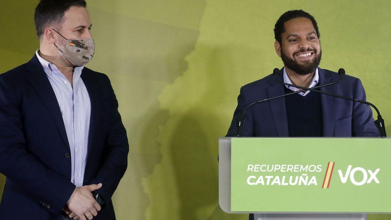 El líder de Vox, Santiago Abascal, y el candidato en Cataluña, Ignacio Garriga, en la rueda de prensa de este lunes en Barcelona
