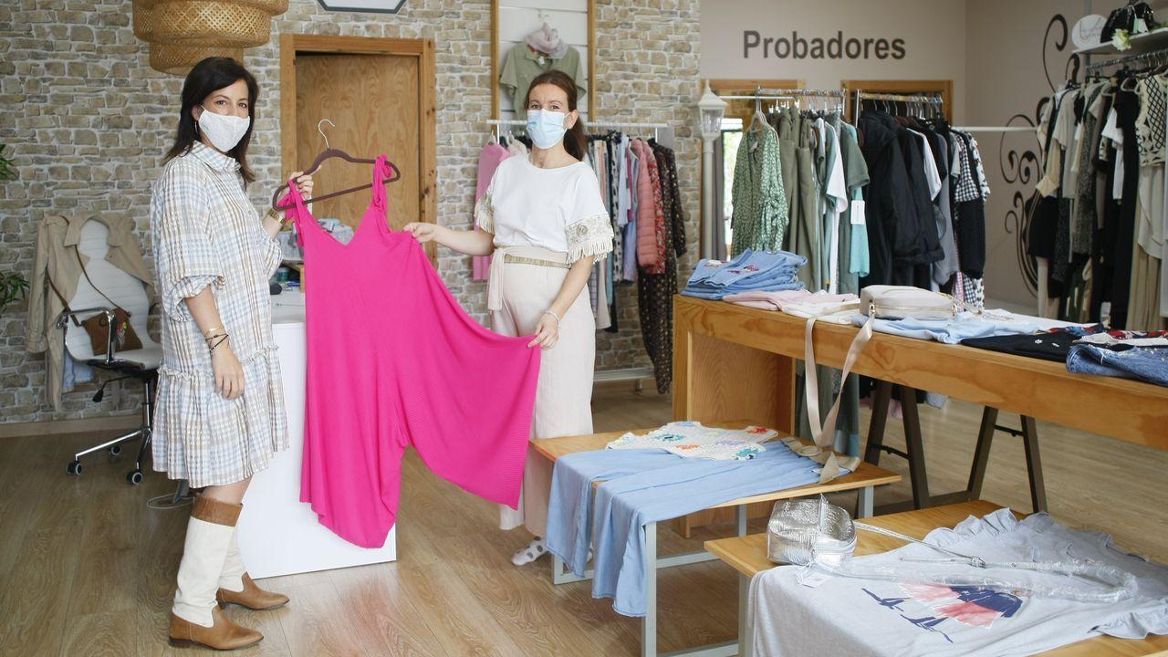 Colas para vacunarse.Miñor, un taller conocido y de prestigio en Viveiro; otros concesionarios no tienen su razón social aquí.