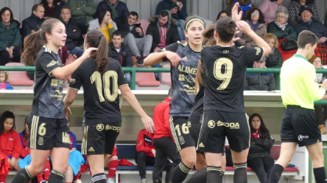 Gol Gloria Villamayor Real Oviedo Femenino Gijon Femenino.Las futbolista azules celebran el primer tanto ante el Gijón Femenino