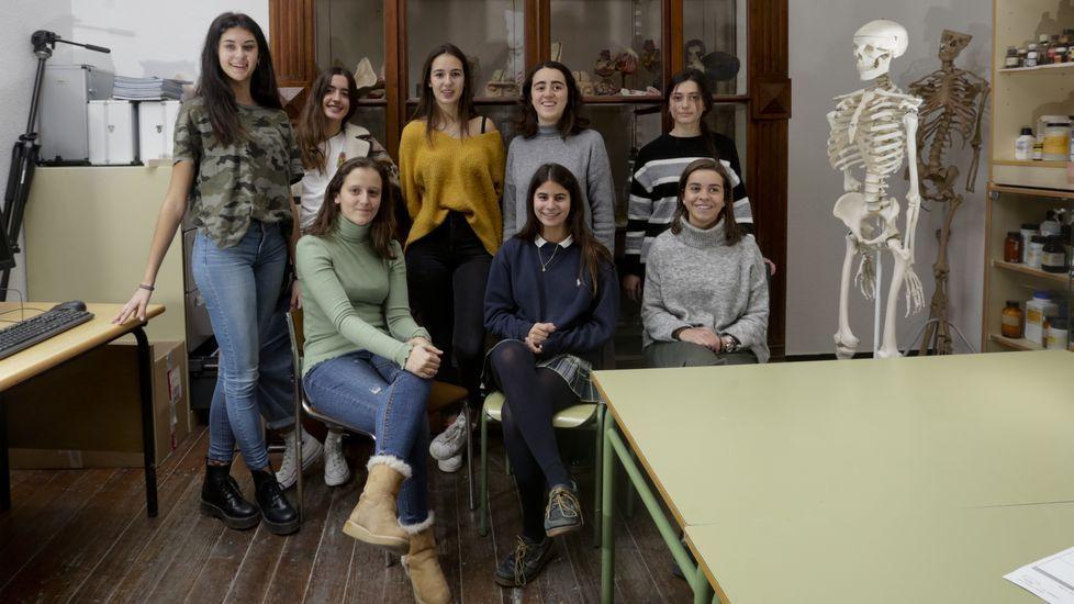 De pie, de izquierda a derecha: María, Lucía, Blanca, Amanda y Noa; sentadas, Ángela, Laura y Almudena