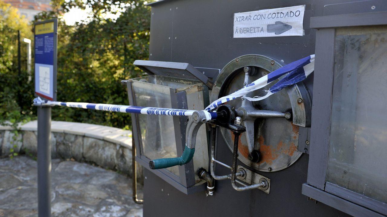 En la imagen, una de las máquinas de Aquaciencia que han sido precintadas tras el ataque de los vándalos