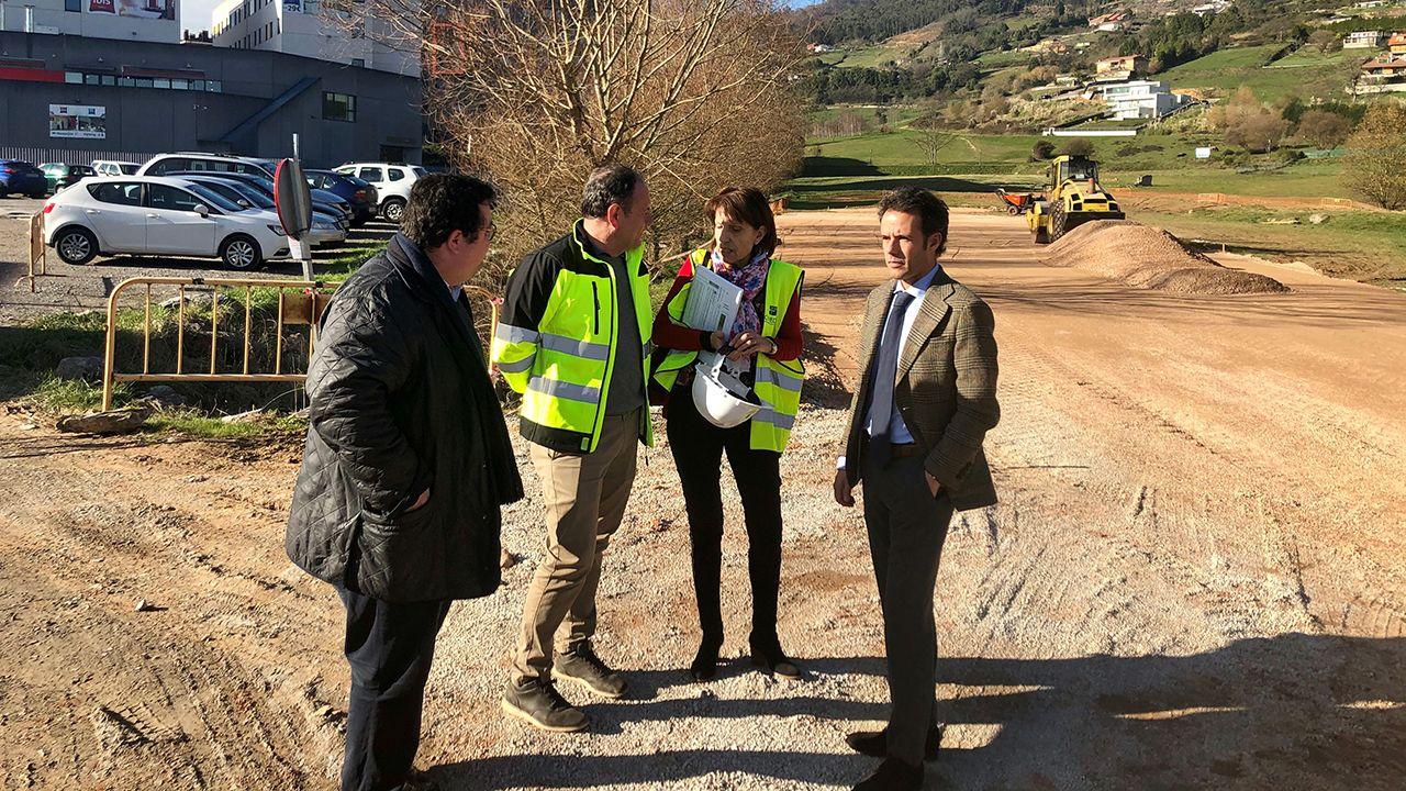Los concejales Nacho Cuesta y Luis Pacho durante la visita, esta mañana