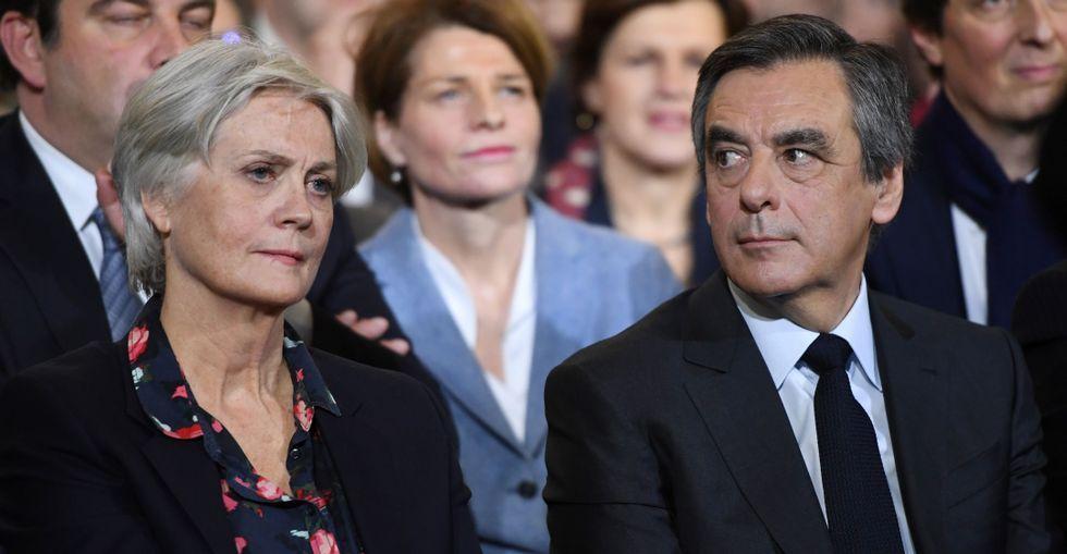 COMBOFRANCIA.Penelope Fillon, mujer del candidato a las presidenciales por el partido republicano francés, camina hacia su apartamento, en París