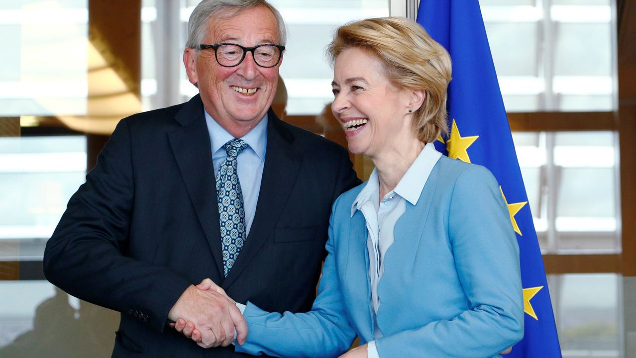 Ursula von der Leyen  se reunió este lunes con su predecesor, Jean Claude Juncker