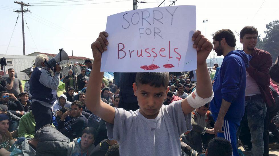 Un niño sirio muestra su pesar por los atentados
