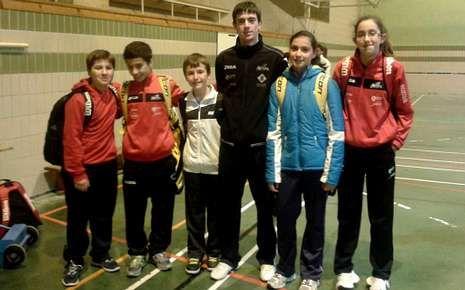 Jugadores estradenses y su técnico, en la concentración en Euskadi.