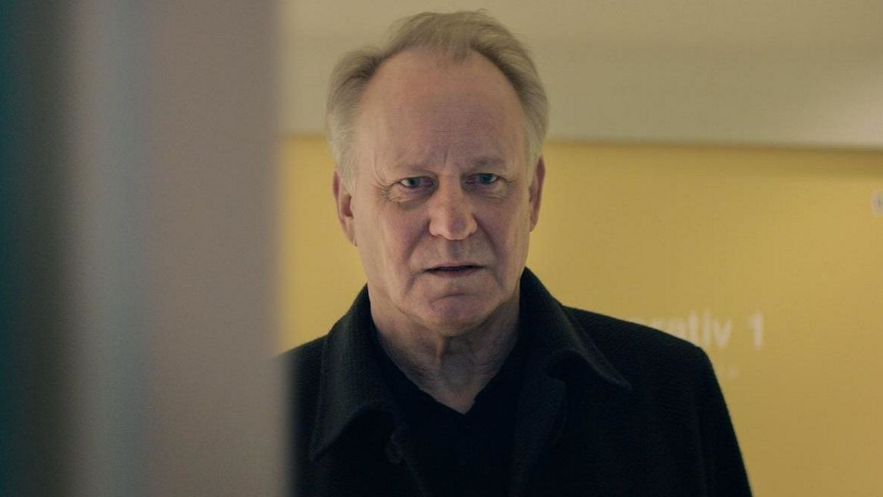 El actor sueco Stellan Skarsgård, en un fotograma del filme «Hope», que se acaba de estrenar en España