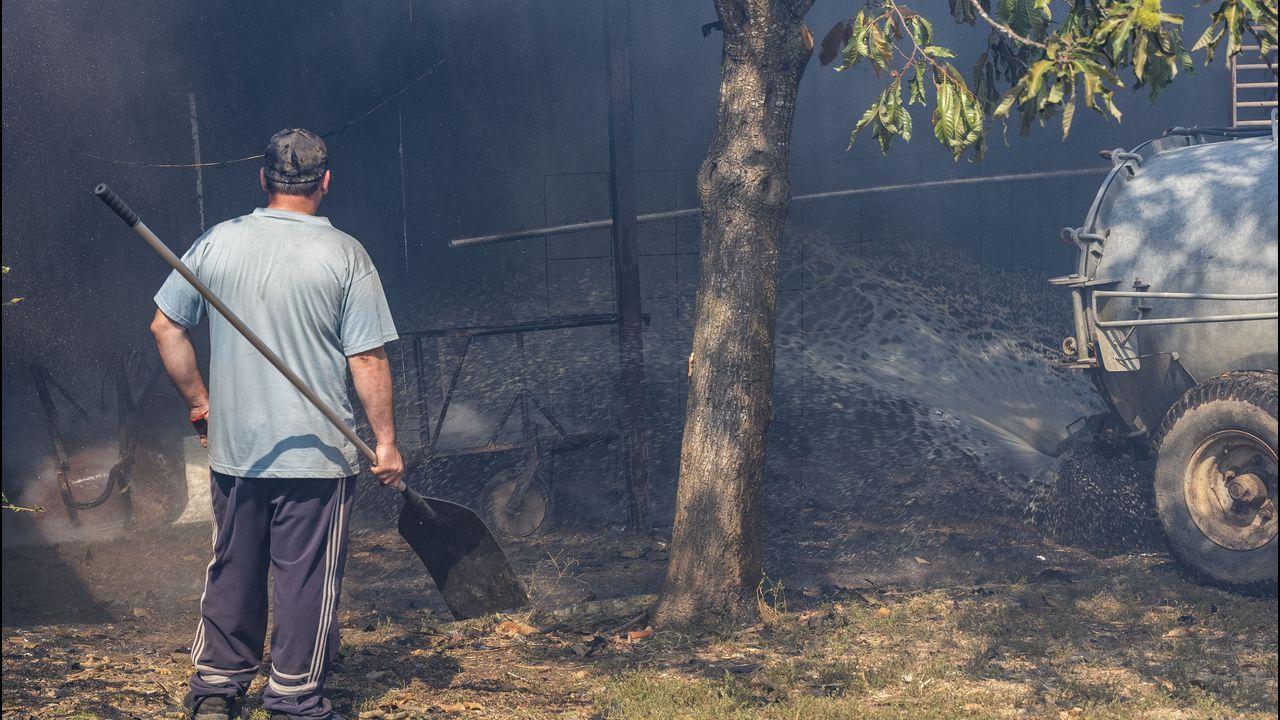 La humareda del incendio se ha podido ver desde el centro de Monforte. La imagen está tomada a altura del cruce de la avenida de Galicia y la calle del Conde