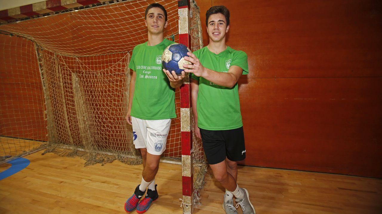 Las imágenes del balonmano Cisne Guadalajara.Álvaro preciado y Carlos Álvarez, dos de los seleccionados, en una imagen de archivo
