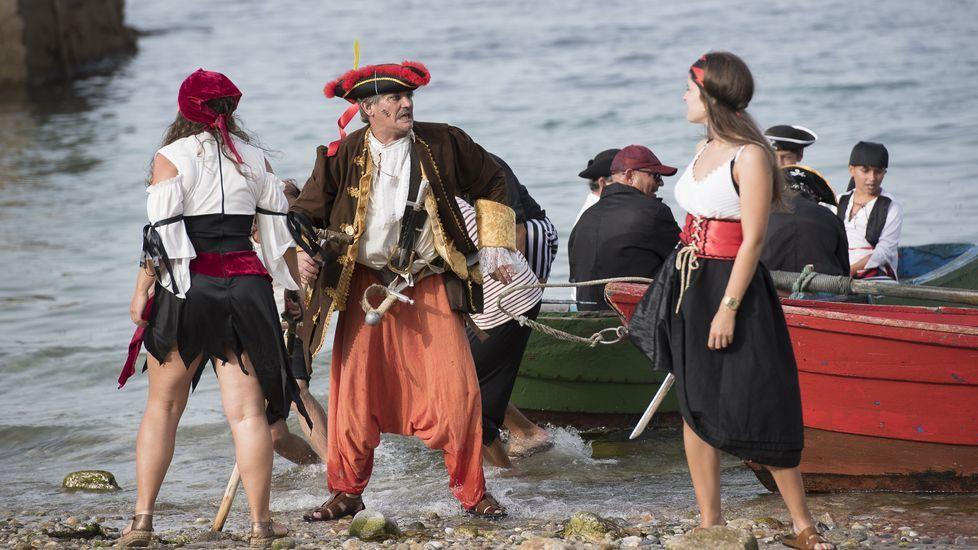 Piratas y longueirón reinaron en Fisterra: ¡mira las imágenes!