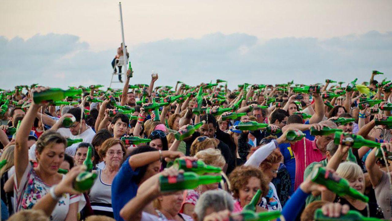Así fue el traslado de la gran ballena a Cogersa.Fiesta de la Sidra de Gijón