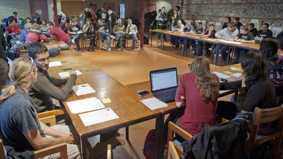 Empate técnico en la Asamblea de la CUP.Romeva, Mas y Junqueras, celebrando en la noche electoral del 27S.