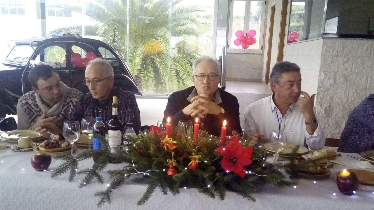 Gerardo Malla, con Kity Manver y Toni Cantó en una imagen del 2013.Daniel Blanco Novoa, segundo por la izquierda, en una imagen tomada con motivo del cierre por jubilación del taller Hermanos Blanco de Burela, hace unos dos años