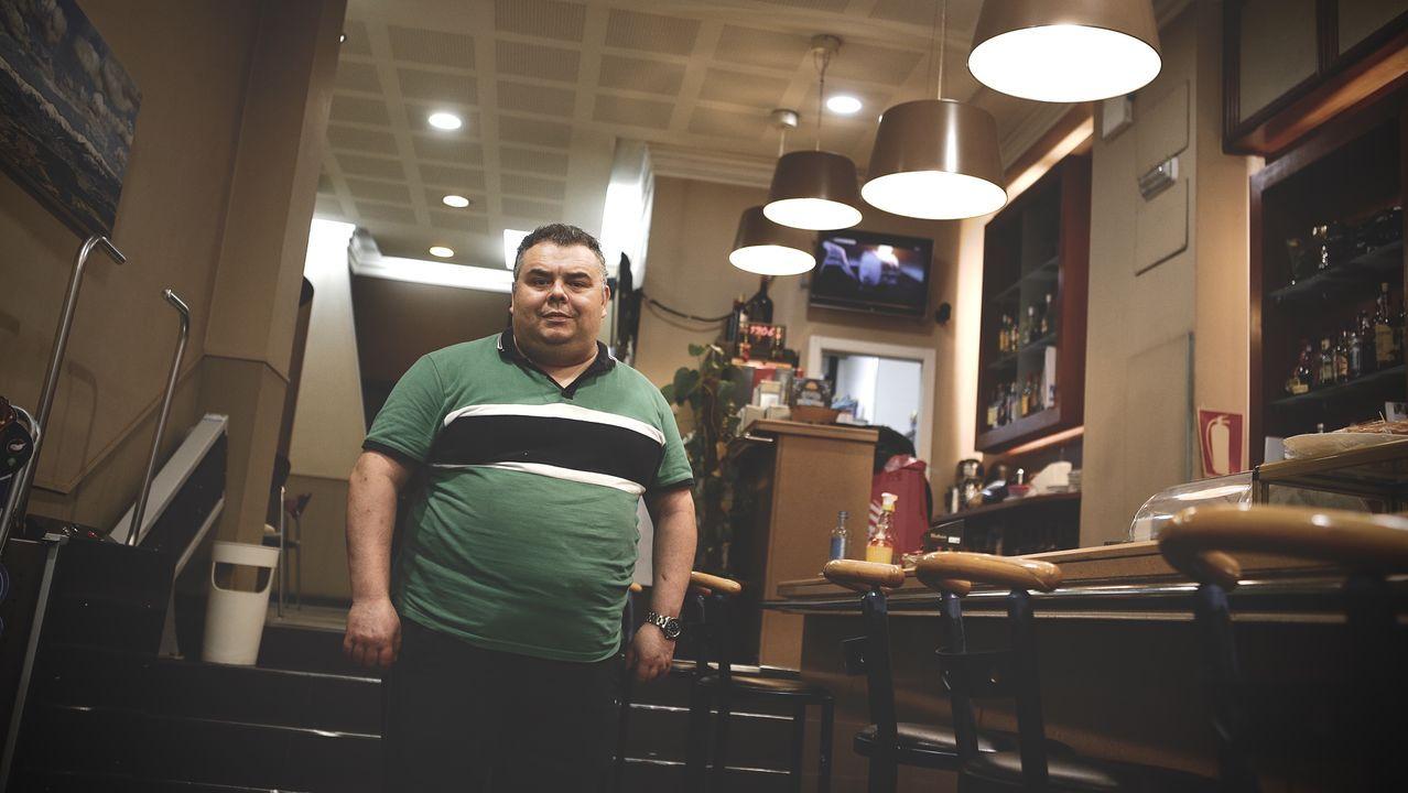 Pedro Sánchez: «Me gustaría animar a votar a la población gallega, una alta participación es fundamental».Jhonny Prado, hostelero ourensano
