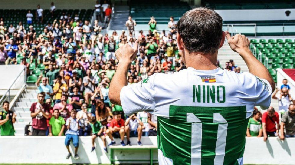 Nino en su presentación con el Elche