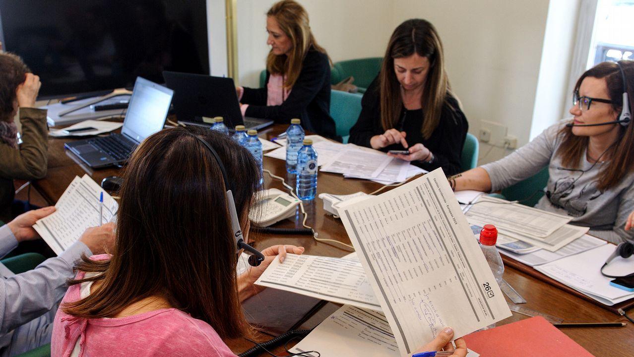 Gómez-Limón pide el voto para el BNG.Recogida de datos en la Delegación del Gobierno, en A Coruña