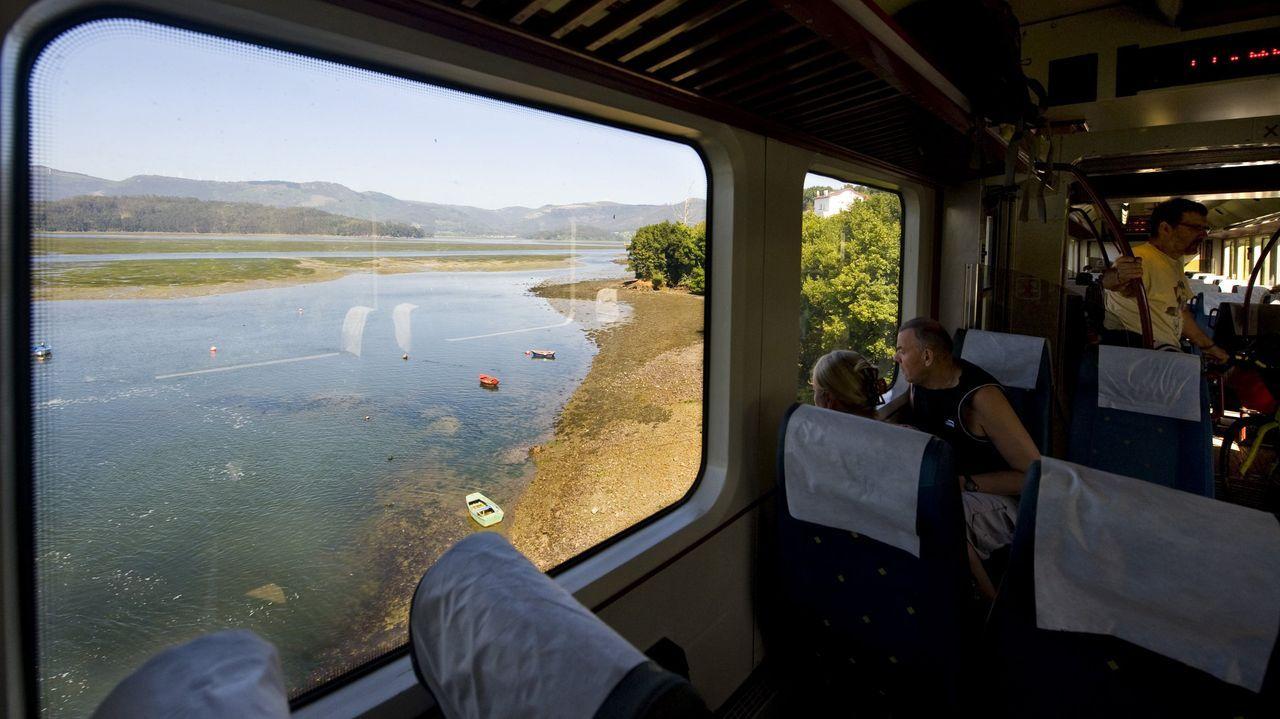 El ferrocarril de vía estrecha, a su paso por Ortigueira, antes de la pandemia